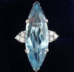 Stunning 18ct white gold and 15ct marquise aquamarine and diamond ring